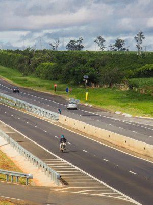 O governador Geraldo Alckmin entrega nesta quarta-feira, 12, em Cerquilho, o pacote de obras de melhorias em rodovias da região. Inaugura as duplicações da Rodovia Cornélio Pires (SP-127), Rodovia Antônio Romano Schincariol (SP-127) e Rodovia Marechal Rondon (SP-300), que beneficiará municípios das regiões metropolitanas de Campinas e Sorocaba.Além da duplicação de 12,3 quilômetros, foram realizadas também intervenções para a construção de viadutos e dispositivos de acesso. Local: Cerquilho/SP. Data: 12/04/2017. Foto: Alexandre Carvalho/A2img